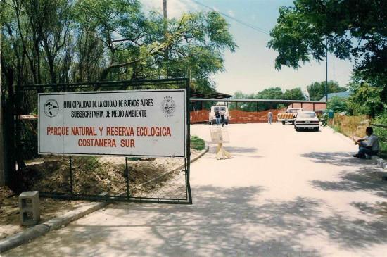 Cartel de ingreso - construcción de las cabañas actuales a mediados de los 90